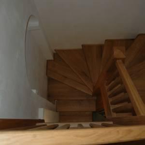 Točité schodiště z dubu, natřeny voskovým olejem