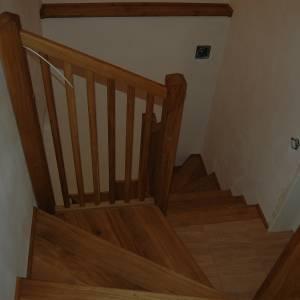 Dubové točité schodiště ošetřeno voskovým olejem